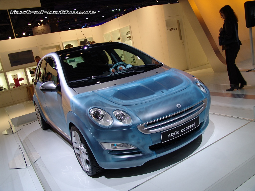 AMI 2005 wallpaper: Smart Forfour with blue translucent body panels