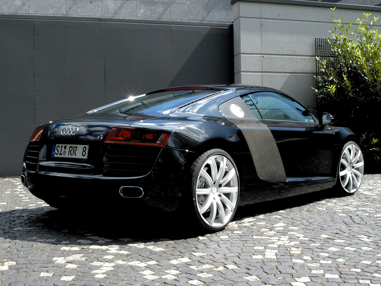 Audi R8 by B6B with 20inxch wheels - side-rear view