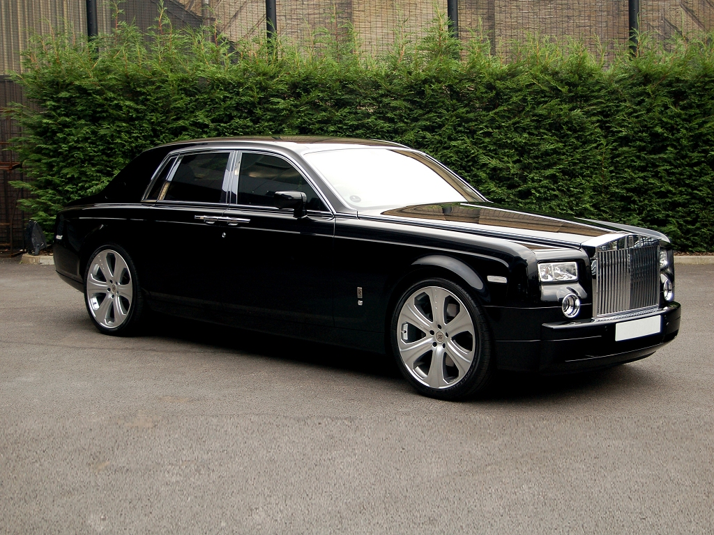 desktop wallpaper in 1024x768: Rolls Royce Phantom by Project Kahn (right-front view)