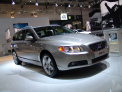 Volvo V70 - front-right view - click for wallpaper