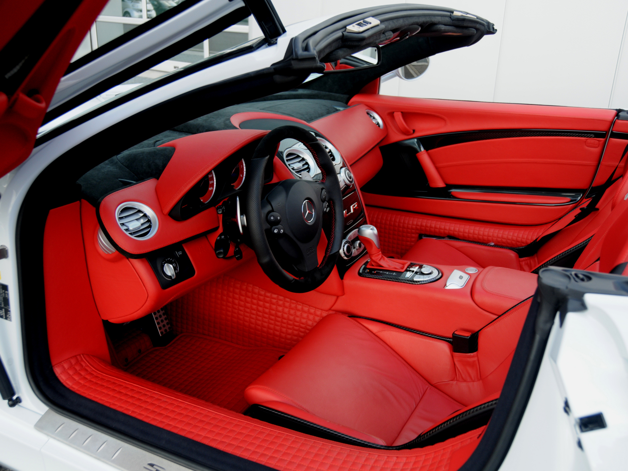 wallpaper 1024x960:Brabus McLaren Mercedes SLR - interior