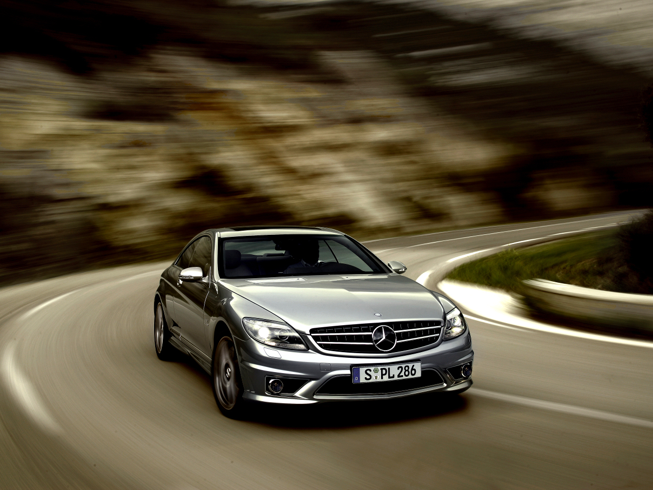 Mercedes-Benz CL 63 AMG - driving